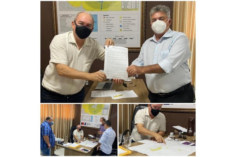 Prefeito Robério e deputado João Gonçalves analisam detalhes técnicos sobre o saneamento básico e pavimentação em Ingá