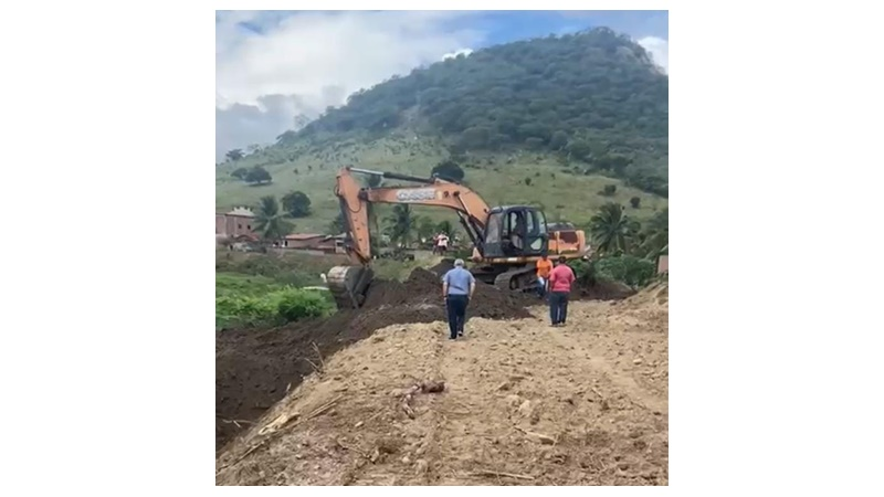 10 ANOS DA CHEIA HISTÓRICA: Em prevenção, prefeito Robério realiza a limpeza do rio que corta Ingá